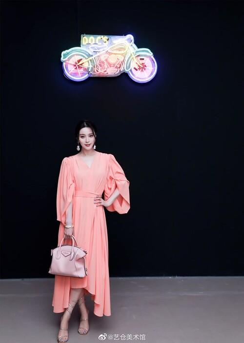 Phạm Băng Băng diện cây hàng hiệu hơn 1,5 tỷ đồng chỉ để dự triển lãm nghệ thuật 6