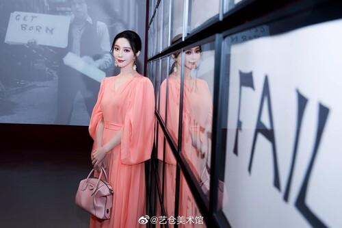 Phạm Băng Băng diện cây hàng hiệu hơn 1,5 tỷ đồng chỉ để dự triển lãm nghệ thuật 9