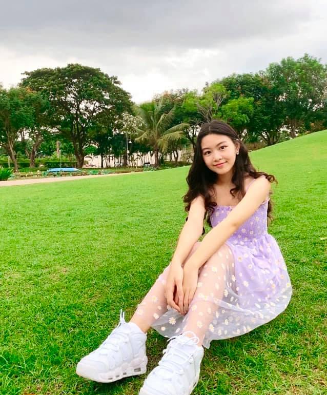 Lọ Lem (tên thật là Mai Thảo Linh) sinh năm 2005. Dù mới chỉ 15 tuổi nhưng Lọ Lem đã sở hữu chiều cao 1m70 và dung mạo được nhận xét không kém gì một hoa hậu.