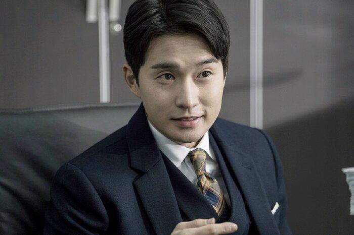 Ryu Deok Hwan.
