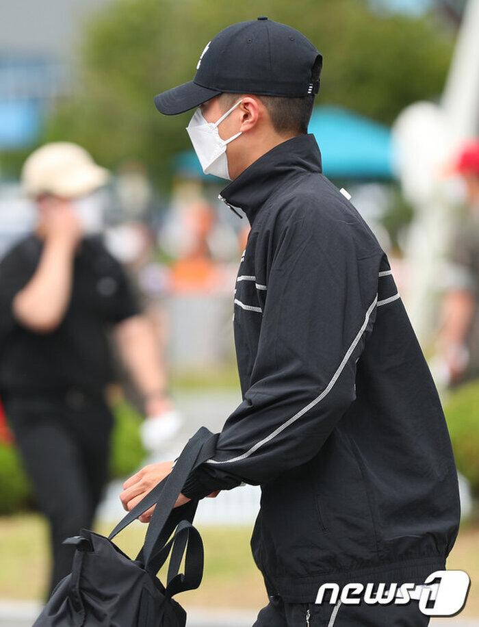 Rò rỉ ảnh trong quân đội của Park Bo Gum: Knet khen đẹp trai mặc kệ lớp khẩu trang! 3