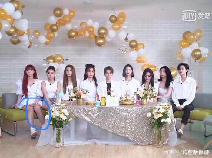 Thành viên của nhóm nhạc Hàn Quốc bị tát khi dùng áo che cho đồng đội, Cnet: The9 tốt quá rồi còn gì! 6