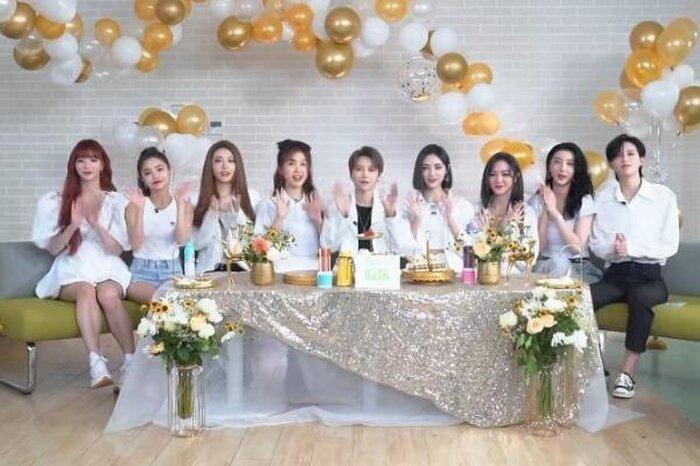 Thành viên của nhóm nhạc Hàn Quốc bị tát khi dùng áo che cho đồng đội, Cnet: The9 tốt quá rồi còn gì! 7