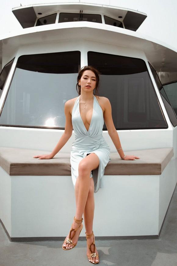 Con gái danh ca Thanh Hà khoe diện lại váy hàng hiệu của mẹ từ 18 năm trước nhưng lại gây bão vì body cực kỳ bốc lửa 1