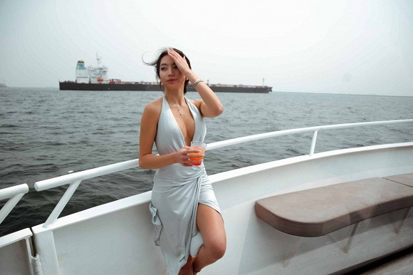 Con gái danh ca Thanh Hà khoe diện lại váy hàng hiệu của mẹ từ 18 năm trước nhưng lại gây bão vì body cực kỳ bốc lửa 3