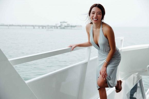 Con gái danh ca Thanh Hà khoe diện lại váy hàng hiệu của mẹ từ 18 năm trước nhưng lại gây bão vì body cực kỳ bốc lửa 4