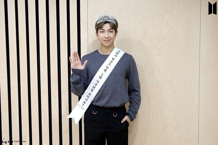 Trưởng nhóm RM. Ca sĩ số 1 Hot Billboard!