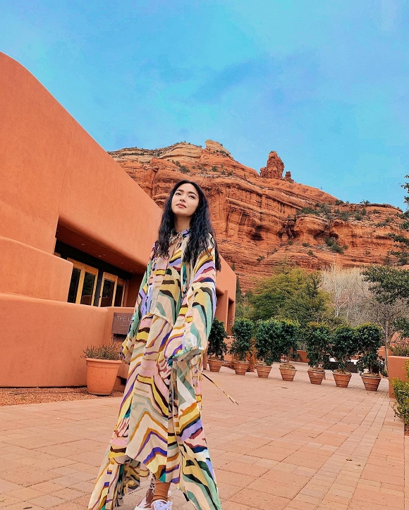 Không quá lời khi nói rằng cô nàng 'đi nước ngoài như đi chợ'. Châu Bùi cũng liên tục góp mặt trong các fashion show nổi tiếng của giới mộ điệu thời trang.