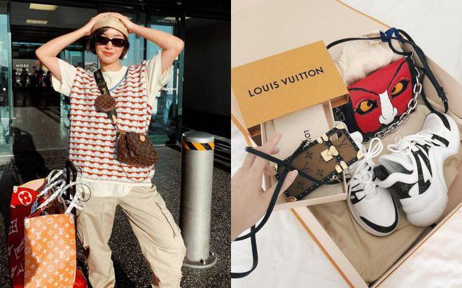 Trong tủ phụ kiện của Châu Bùi, LV là thương hiệu xuất hiện khá nhiều. Cô không tiếc chi hàng chục, hàng trăm triệu để sở hữu những chiếc túi, những đôi giày mới nhất của hãng này.