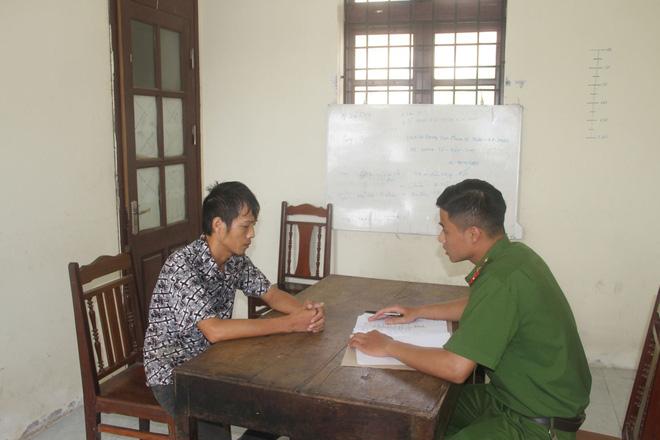 Cơ quan Cảnh sát điều tra Công an huyện Khoái Châu hỏi cung đối tượng Nguyễn Hữu Long.