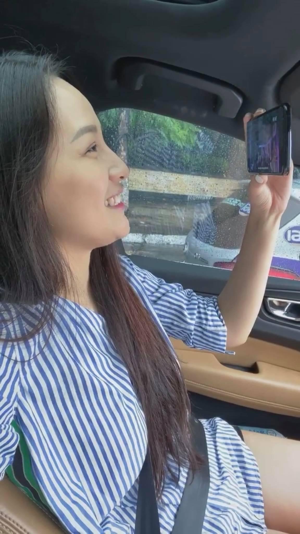 Chối đây đẩy chuyện tái hợp nhưng Mai Phương Thúy lại có phản ứng như cô gái đang yêu khi xem clip Noo Phước Thịnh 0