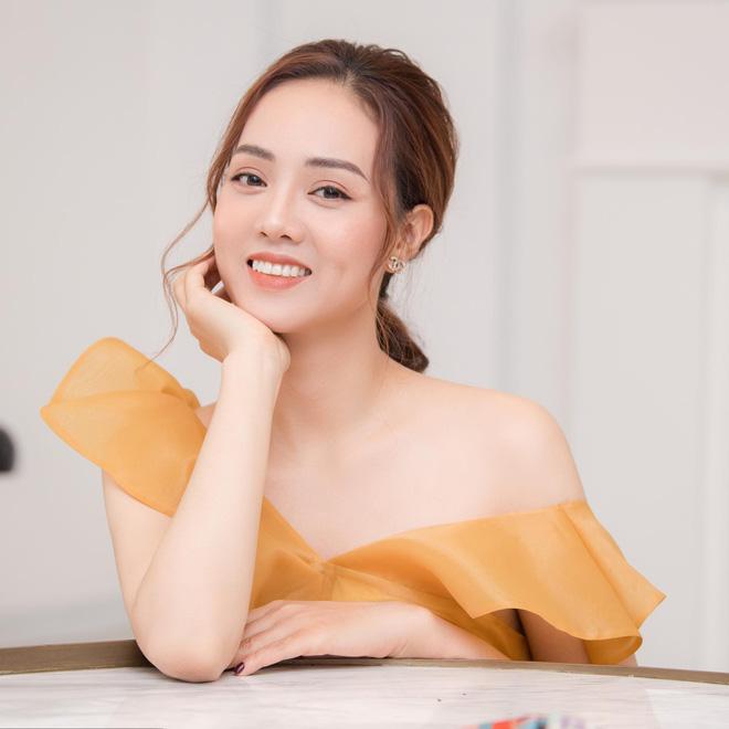 Ngọc Hà - bạn gái NSND Công Lý.
