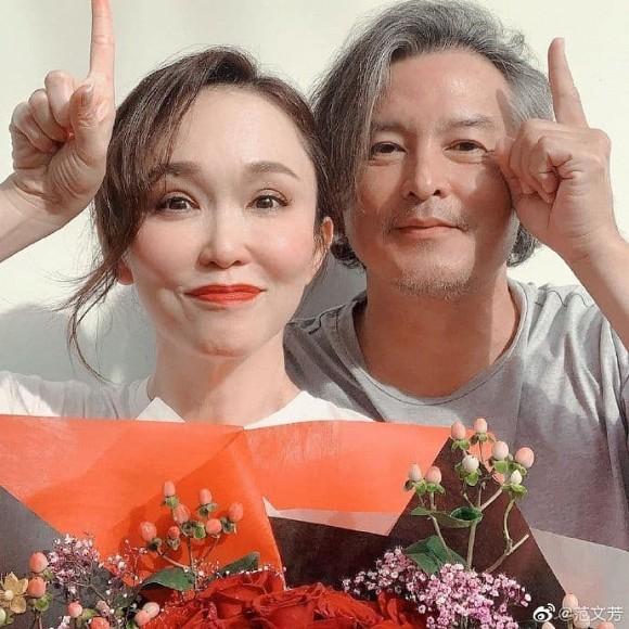 Bất ngờ với diện mạo già nua, râu tóc bạc trắng của 'Dương Quá' Lý Minh Thuận ở tuổi 49, bà xã bằng tuổi lại trẻ trung như gái 30 2