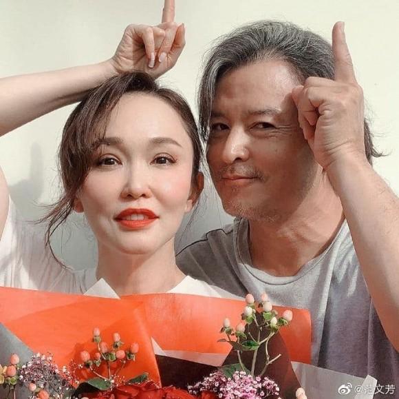 Bất ngờ với diện mạo già nua, râu tóc bạc trắng của 'Dương Quá' Lý Minh Thuận ở tuổi 49, bà xã bằng tuổi lại trẻ trung như gái 30 3