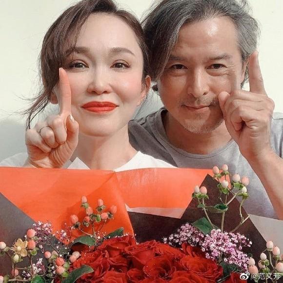 Bất ngờ với diện mạo già nua, râu tóc bạc trắng của 'Dương Quá' Lý Minh Thuận ở tuổi 49, bà xã bằng tuổi lại trẻ trung như gái 30 1