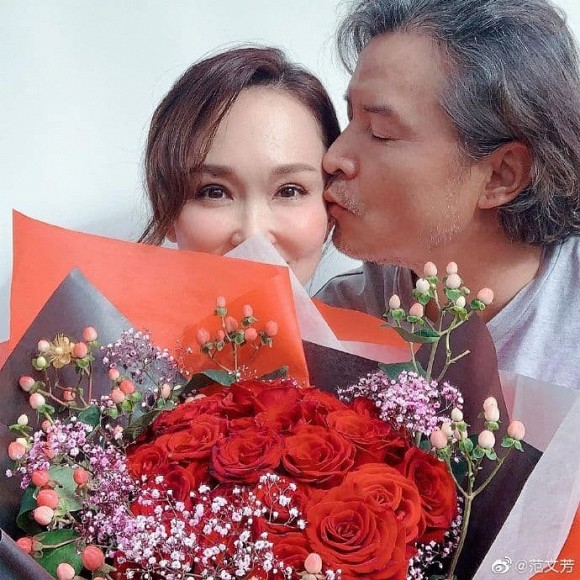 Bất ngờ với diện mạo già nua, râu tóc bạc trắng của 'Dương Quá' Lý Minh Thuận ở tuổi 49, bà xã bằng tuổi lại trẻ trung như gái 30 5