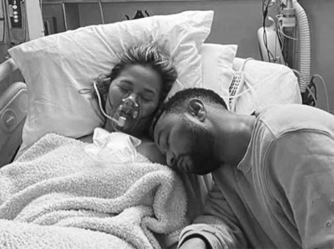 Vợ chồng John Legend đau đớn chia sẻ chuyện thiên thần nhỏ qua đời ngay trong bụng mẹ, câu chuyện khiến ai cũng xót xa 0