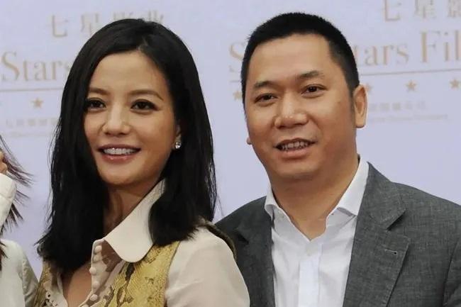 Hôn nhân giữa Triệu Vy và chồng đã kết thúc bằng một bản 'thỏa thuận ngầm', chính Huỳnh Hữu Long là người tiết lộ chuyện vợ sống chung với trai trẻ? 3