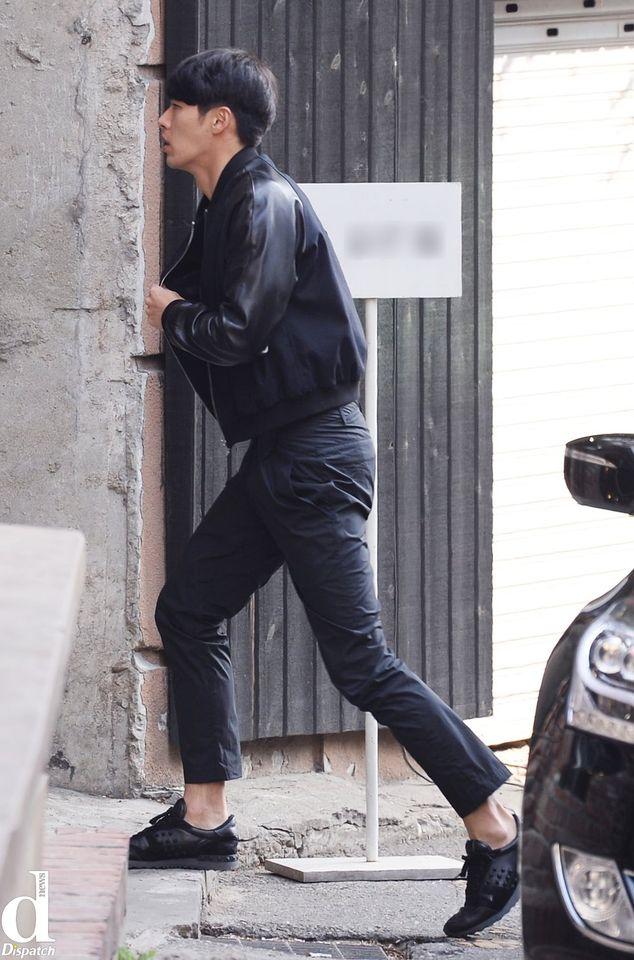 Dân mạng xôn xao trước khoảnh khắc Hyun Bin vội vã đi 'tân trang nhan sắc' bị Dispatch 'tóm được' 0