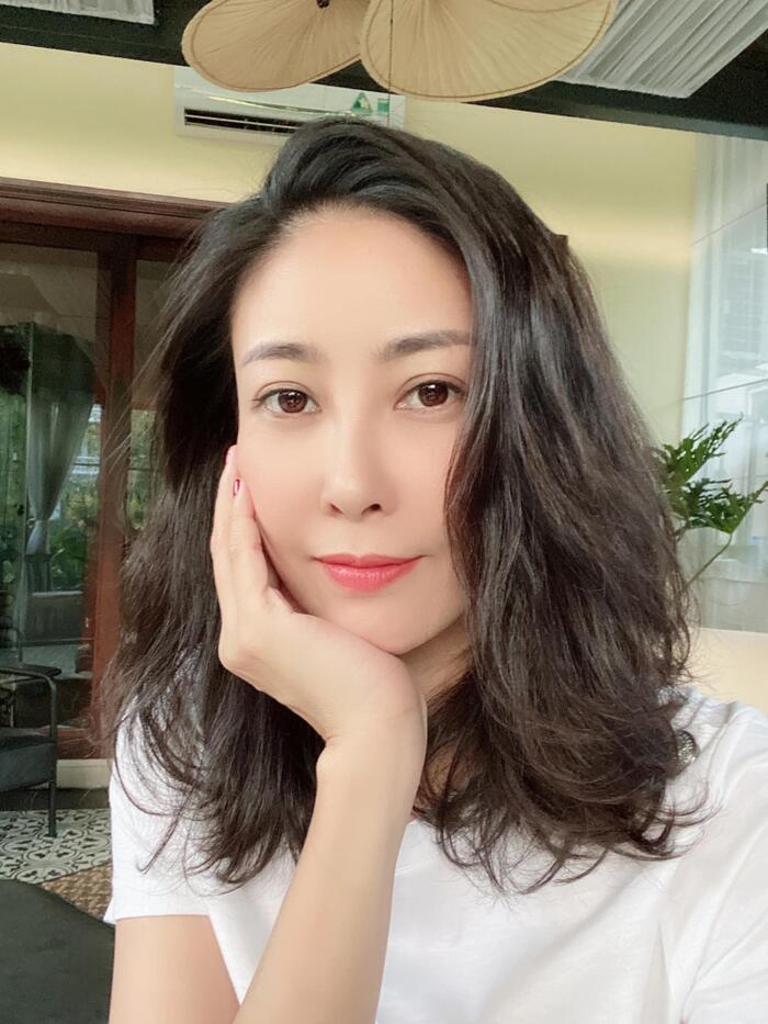 Không chỉ có hôn nhân đẹp như mơ, khối tài sản kếch xù của cựu Hoa hậu Việt Nam cũng khiến bao người phải trầm trồ vì nhan sắc cứ lão hóa ngược.