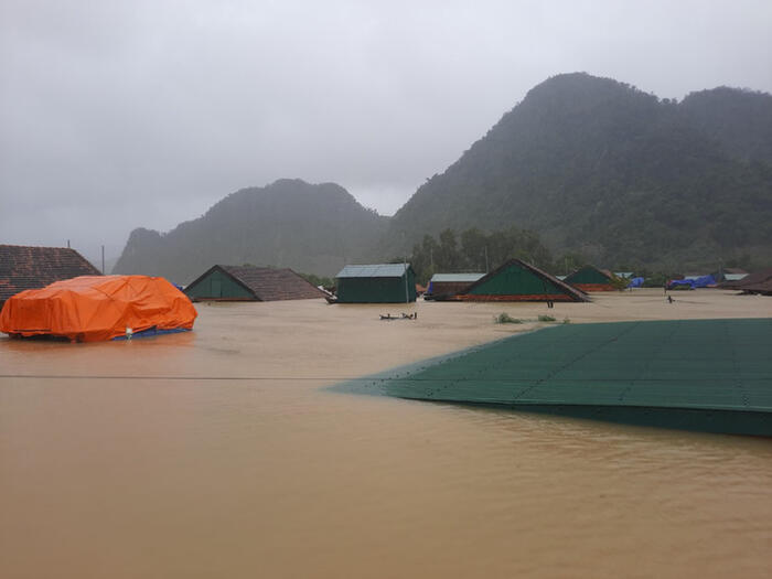 Hòa Minzy thức trắng đêm lo lắng xót xa, tìm đủ mọi cách để cứu giúp người dân Quảng Bình 1