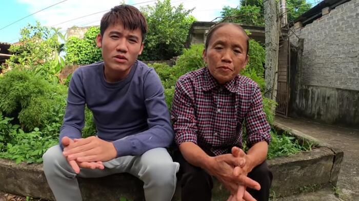 Món quà nhỏ của mẹ con bà Tân là số tiền 50 triệu gửi cho ca sĩ Thủy Tiên