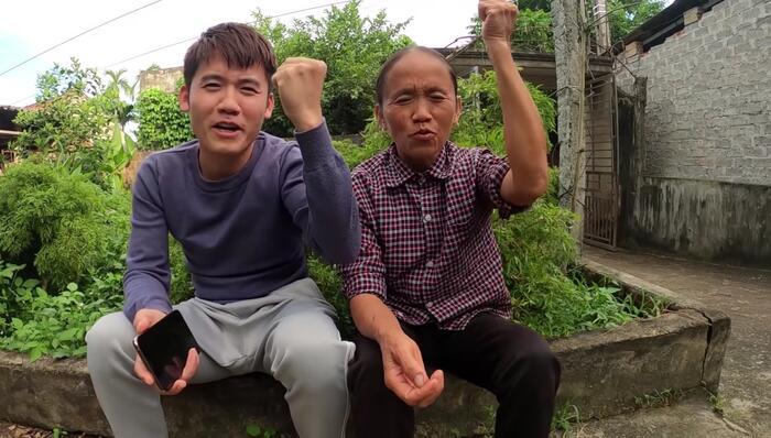 Hành động của mẹ con bà Tân Vlog nhận được 'cơn mưa lời khen' từ dân mạng
