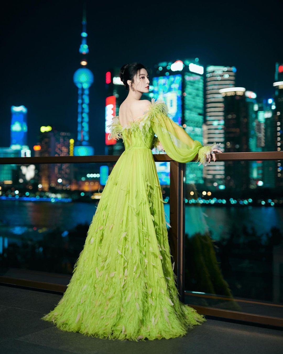 Nữ thần Kim Ưng Tống Thiến cùng chọn thương hiệu váy giống Phạm Băng Băng: Người xinh như tiên tử, người mặc lên nhìn như hàng chợ 3