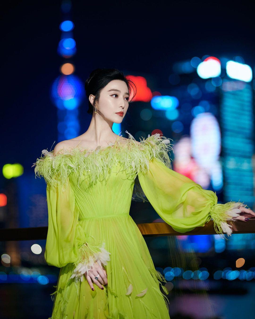 Nữ thần Kim Ưng Tống Thiến cùng chọn thương hiệu váy giống Phạm Băng Băng: Người xinh như tiên tử, người mặc lên nhìn như hàng chợ 2