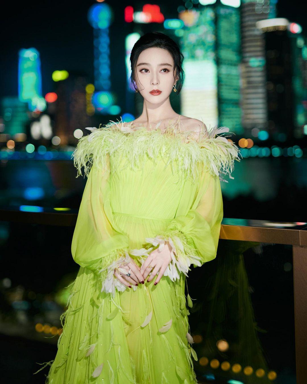 Nữ thần Kim Ưng Tống Thiến cùng chọn thương hiệu váy giống Phạm Băng Băng: Người xinh như tiên tử, người mặc lên nhìn như hàng chợ 4