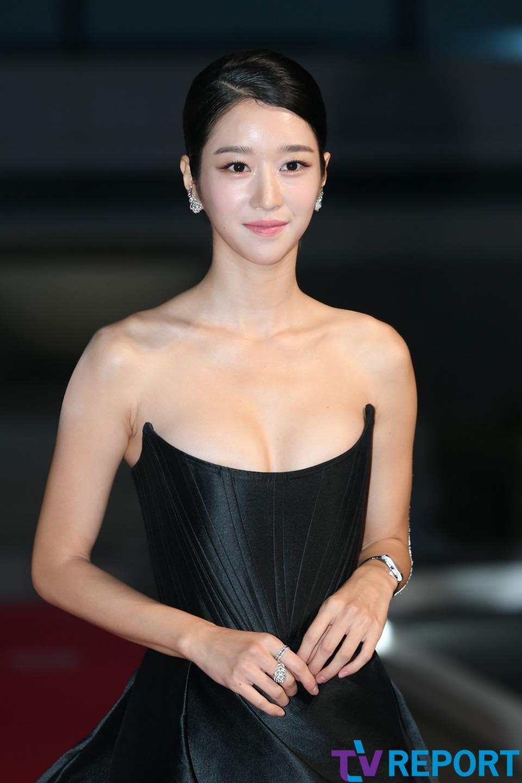 'Điên nữ' Seo Ye Ji gây sốt MXH xứ Hàn vì diện váy táo bạo khoe vòng 1 'ngồn ngộn' như sắp tràn ra ngoài 8