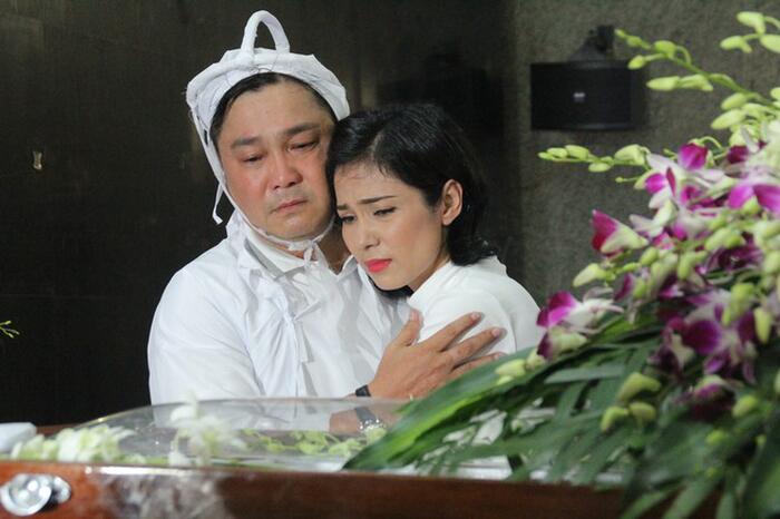 Nghệ sĩ Việt đau buồn, bật khóc nức nở viếng NSND Lý Huỳnh 6