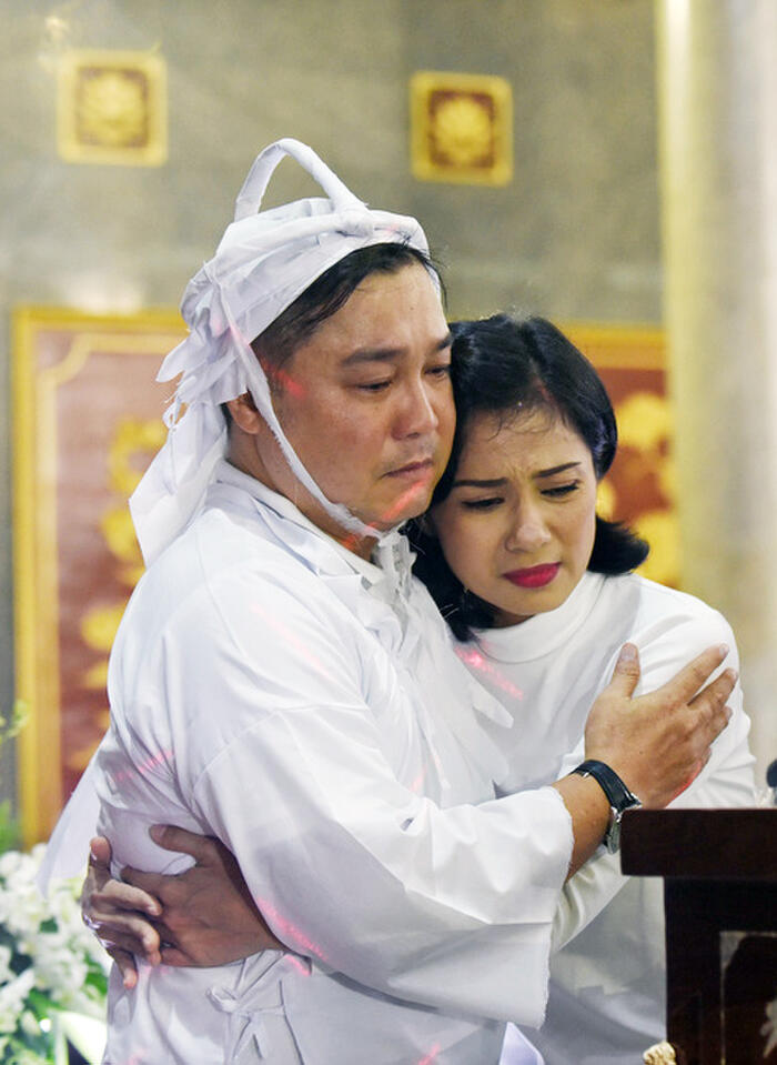 Nghệ sĩ Việt đau buồn, bật khóc nức nở viếng NSND Lý Huỳnh 5