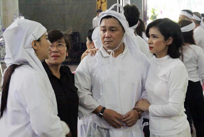 Việt Trinh đau buồn, an ủi gia đình Lý Hùng