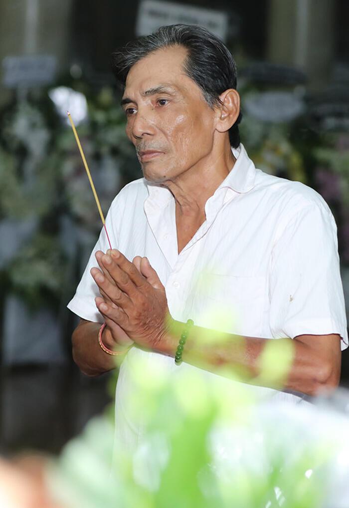 Nghệ sĩ Việt đau buồn, bật khóc nức nở viếng NSND Lý Huỳnh 10