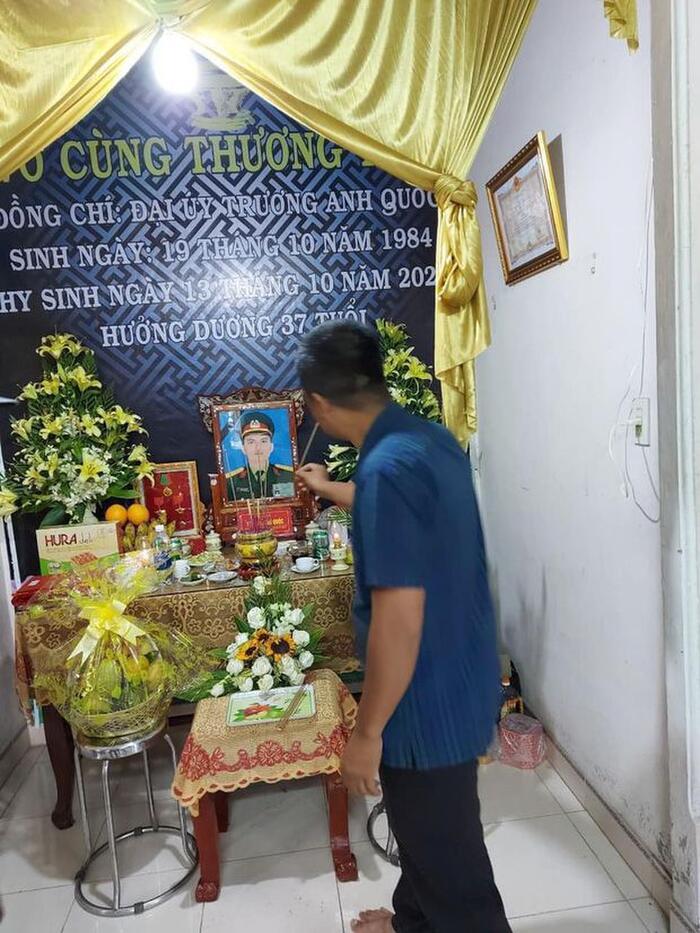 Hương Giang và Matt Liu âm thầm tới lễ tang các chiến sĩ ở Rào Trăng 3 1