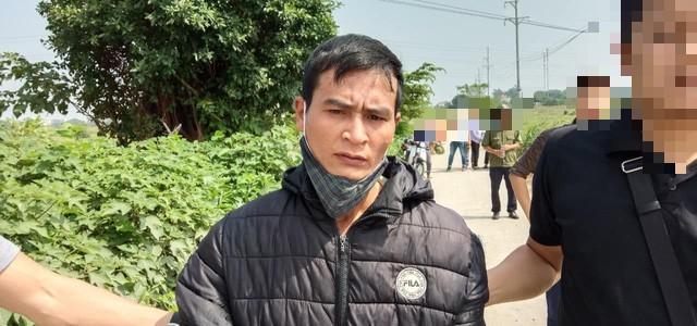 Nghi phạm Trung được dẫn giải đến hiện trường vụ án mạng (ảnh TL)