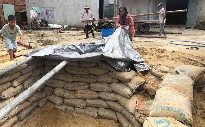 Căn hầm trú ẩn người dân Quảng Nam đang làm để tránh trú bão số 9.