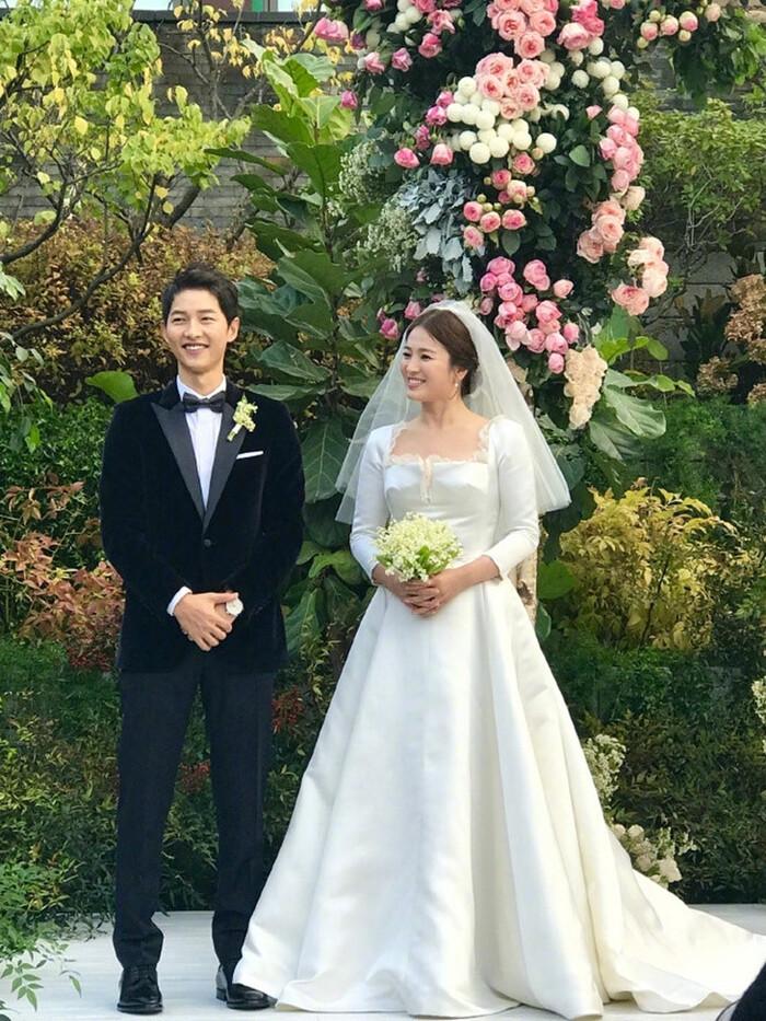Kỷ niệm 3 năm ngày cưới: Nhìn lại 'hôn lễ thế kỷ' của Song Hye Kyo và Song Joong Ki! 2