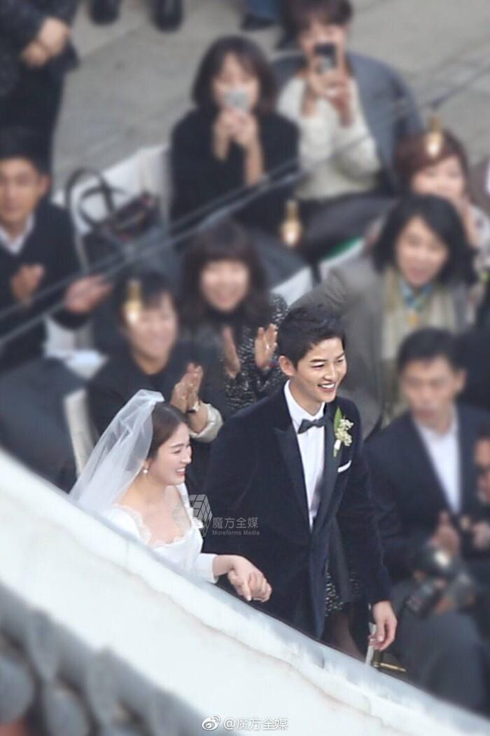 Kỷ niệm 3 năm ngày cưới: Nhìn lại 'hôn lễ thế kỷ' của Song Hye Kyo và Song Joong Ki! 8