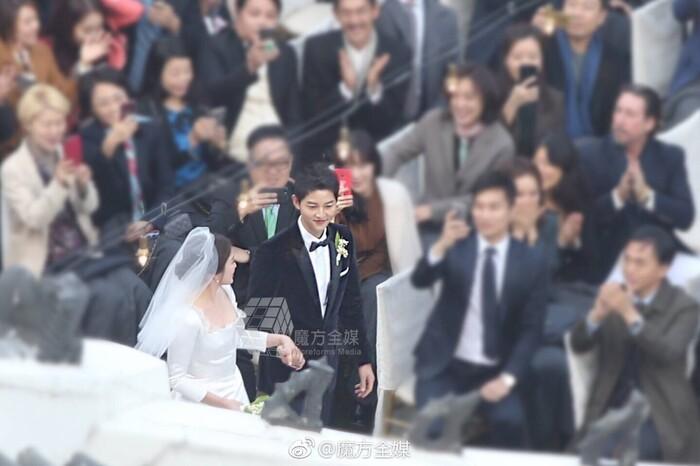 Kỷ niệm 3 năm ngày cưới: Nhìn lại 'hôn lễ thế kỷ' của Song Hye Kyo và Song Joong Ki! 7