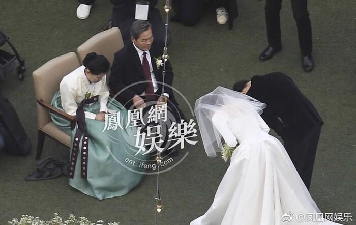 Kỷ niệm 3 năm ngày cưới: Nhìn lại 'hôn lễ thế kỷ' của Song Hye Kyo và Song Joong Ki! 10