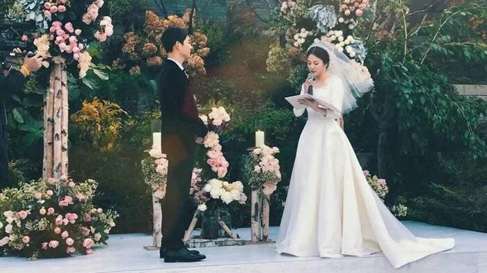Kỷ niệm 3 năm ngày cưới: Nhìn lại 'hôn lễ thế kỷ' của Song Hye Kyo và Song Joong Ki! 13