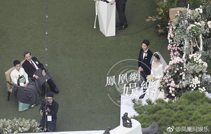 Kỷ niệm 3 năm ngày cưới: Nhìn lại 'hôn lễ thế kỷ' của Song Hye Kyo và Song Joong Ki! 12