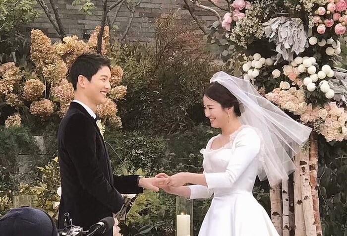 Kỷ niệm 3 năm ngày cưới: Nhìn lại 'hôn lễ thế kỷ' của Song Hye Kyo và Song Joong Ki! 14