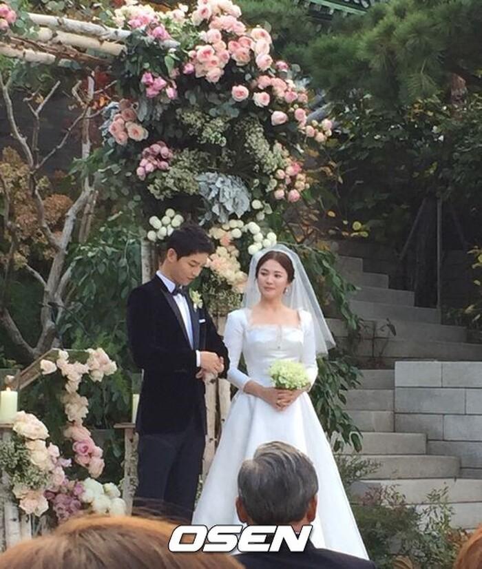 Kỷ niệm 3 năm ngày cưới: Nhìn lại 'hôn lễ thế kỷ' của Song Hye Kyo và Song Joong Ki! 20