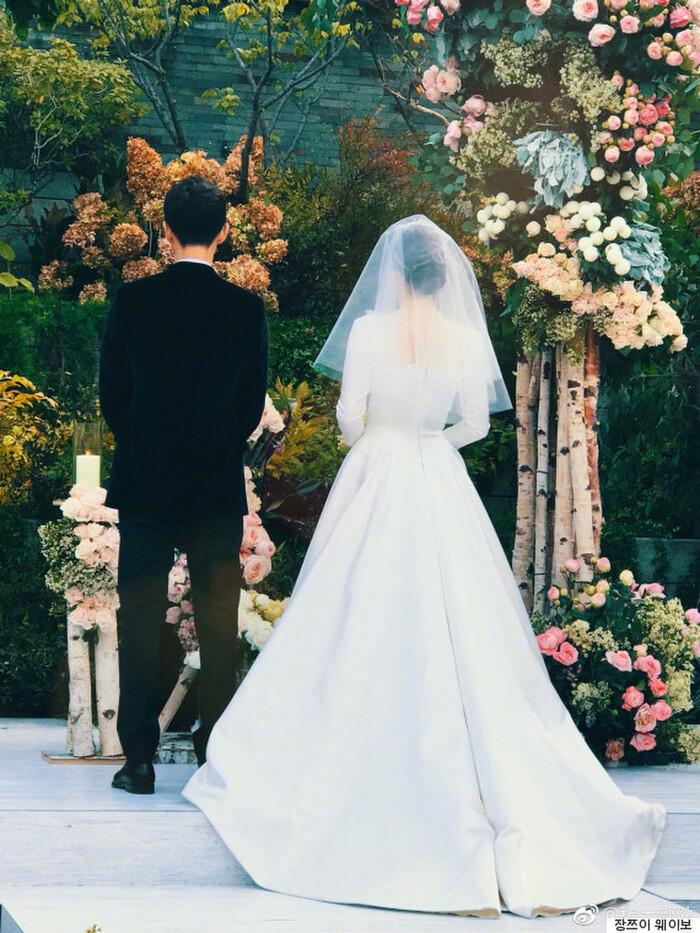 Kỷ niệm 3 năm ngày cưới: Nhìn lại 'hôn lễ thế kỷ' của Song Hye Kyo và Song Joong Ki! 18