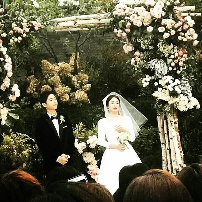 Kỷ niệm 3 năm ngày cưới: Nhìn lại 'hôn lễ thế kỷ' của Song Hye Kyo và Song Joong Ki! 21