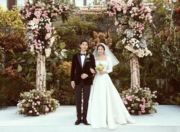 Kỷ niệm 3 năm ngày cưới: Nhìn lại 'hôn lễ thế kỷ' của Song Hye Kyo và Song Joong Ki! 25