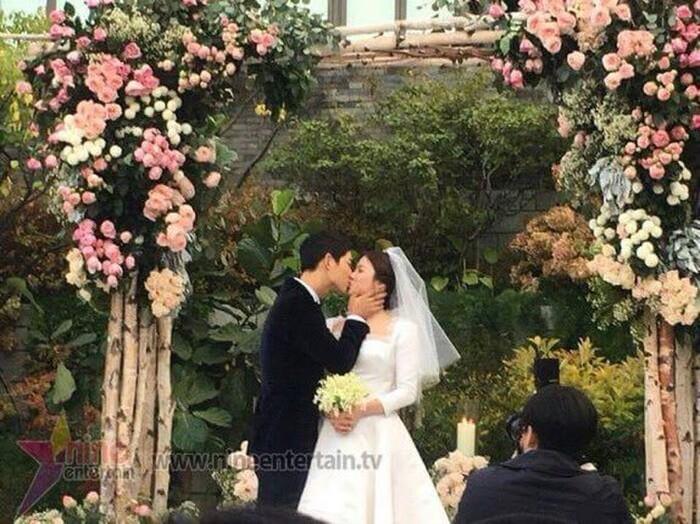Kỷ niệm 3 năm ngày cưới: Nhìn lại 'hôn lễ thế kỷ' của Song Hye Kyo và Song Joong Ki! 24